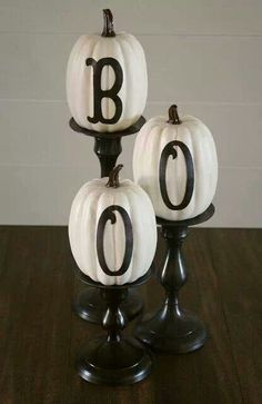 Here's a round up of 10 Halloween Decor Ideas! A list of the best DIY Halloween decor ideas using cheap supplies. Stop buying overpriced Halloween decorations and make your own for less. These Halloween decor DIY ideas are cheap and easy to make. Deco Porte Halloween, Boo Halloween, Holidays Halloween, Halloween Pumpkins, Happy Halloween, Dollar Tree Halloween Decor, Classy Halloween Decorations, Halloween Projects, Halloween Mural