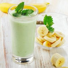 Smoothie Recipes - Make our banana matcha green tea smoothie recipe and make your Monday marvelous. This power-packed matcha smoothie is the perfect way to start your week. Matcha Green Tea Smoothie, Matcha Drink, Tea Smoothies, Breakfast Smoothies, Smoothie Drinks, Healthy Smoothies, Healthy Drinks, Green Smoothies, Healthy Yogurt