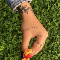 Charming Tiny Finger Tattoos Ideas 49 Source by m_glisic Mini Tattoos, Tiny Finger Tattoos, Sexy Tattoos, Cute Tattoos, Body Art Tattoos, Small Tattoos, Tatoos, Hand Tattoo Small, Small Tattoo Quotes