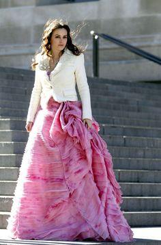 """Leighton Meester filming """"Gossip Girl"""" in Oscar de la Renta"""