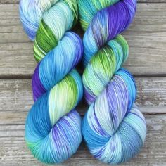 Bright and tropical, South Beach includes cool sky blue, ocean green, and warm purple amidst the cream of wave crests and clouds. While we call this a ‰Û÷Repeatable Babette‰۪, every skein and every ba