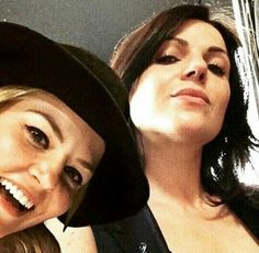 Cuties #swanqueen Regina And Emma, Spanish Actress, Queen Love, Swan Queen, Regina Mills, Outlaw Queen, Jennifer Morrison, Emma Swan, Best Friends Forever