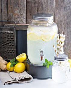Het kwik stijgt komende week tot tropische temperaturen en dan is niets lekkerder dan afkoelen met een koud glas limonade. Extra lekker: zelf limonade maken