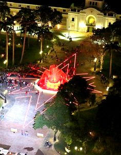 Plaza Bolívar. Fue inaugurada en 1930 y nombrado así en homenaje al Libertador Simón Bolívar, considerada en su tiempo la plaza más grande de la ciudad de Maracay y de Venezuela