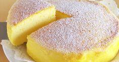 Tento úžasný tvarohový koláč není těžký na trávení a přitom chutná skvěle, po něm se budete cítit skvěle. Navíc ho připravíte za méně než hodinu. Na celý koláč budete potřebovat jen 3 suroviny a náš recept, takže si připravte papír a můžete vyrazit do obchodu.