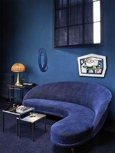 Florence Lopez. 50s Sofa by Carlo di Carlis, 70s Lamp by Gabriella Crespi, 40s Art, 2012 Table by Thomas Lemuts
