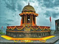 Hindu Cosmos : Photo The Samadhi of Raje Shiv Chhatrapati, Fort Raigad Studio Background Images, Crown Background, Raigad Fort, Hd Dark Wallpapers, Shivaji Maharaj Hd Wallpaper, Warriors Wallpaper, Jeep Photos, Download Wallpaper Hd, Ganesh Images