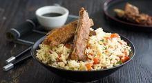 Ребрышки с китайским жареным рисом