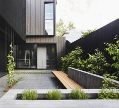 modern garden design A townhouse is a type of medium-density housing in cities. A modern townhouse is often one with a small footprint on multiple floors. You may think that a town