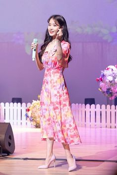 Girl Celebrities, Korean Celebrities, Kpop Girl Groups, Kpop Girls, Iu Fashion, Fashion Dresses, Kpop Outfits, Queen, Girl Cartoon