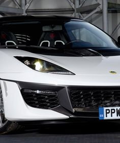 lotus evora sport 410 pays homage to james bond's esprit S1
