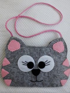 Felt crafts - how creative are you? Easy Felt Crafts, Felt Diy, Diy And Crafts, Crafts For Kids, Craft Projects, Sewing Projects, Diy Bags Purses, Felt Purse, Felt Decorations