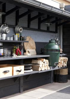 Dutch outdoor kitchen (with green egg) by Leonie Mooren for VRT wonen