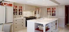 Wood Fashion ou l'art de vivre à sa mesure- Du sur mesure exclusif et esthétique L'équipe de Wood Fashion se targue d'être votre seul interlocuteur, de l'esquisse conceptuelle de votre projet d'aménagement,  à la confection du mobilier dans ses propres ateliers et jusqu'à sa mise en place chez vous, avec un service après-vente de qualité, cousu main ! Une seule et même personne assure le suivi de votre chantier jusqu'à son aboutissement, installé dans votre cuisine, votre salle de bain, ...
