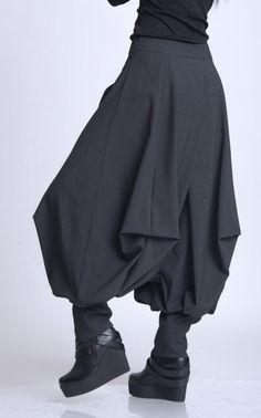 NUOVI pantaloni Plus Size/Oversize Black Trousers/Drop Crotch Black Harem Pants, Black Trousers, Plus Size Pants, Plus Size Skirts, Tienda Fashion, Maxi Pants, Drop Crotch Pants, Pants For Women, Gypsy