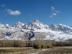 Demirkazik Crest of Aladag Mountains in Nigde Turkey.En yüksek doruğu 3767 metre yüksekliğinde ki Kızılkaya'dır. Aladağlar'da, tırmanışlar için 3700 metre üzerinde dört doruğun yanı sıra 3500 metrenin üzerinde 50'den fazla doruk vardır. Bu doruklar Niğde il sınırları içinde devam eden Toros dağ kıvrımlarının (Orta Toroslar) en yüksek doruklarıdır.