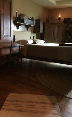 Our bedroom Our bedroom Primitive Country Homes, Primitive Bedroom, Primitive Furniture, Primitive Antiques, Primitive Decor, Vintage Farmhouse Decor, Country Farmhouse Decor, Country Living, Colonial Bedroom