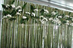 Bambuswand mit Orchideen #Floraldesign #Flowerevents Flowers, Plants, Decorations, Business, Orchids, Wall Hanging Decor, Florals, Dekoration, Deko