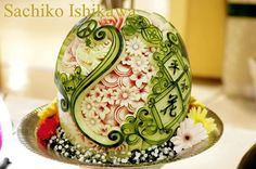 「Watermelon Carving」~peaceful flowers~ I designed it with my wish. Left side is the image on the European. and  right side is an Asian.  The world will keep hands and peaceful, and protect  beautiful earth.  平和をイメージしたデザイン。 左側はヨーロピアン、右側はアンアンな感じで仕上げました。 世界が手を取り合い、美しい地球を守っていきたい。という願いを込めてデザインしました。