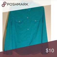 Old Navy button down Beautiful teal classic button down,perfect with jeans or could wear with black or white pants for a dressier look Old Navy Tops Button Down Shirts