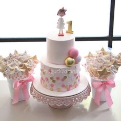 Balloon and polka dots girl birthday cake
