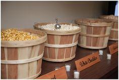 Eine Popcorn-Station mit verschiedenen Sorten. #Hochzeit #Wedding #Cake #Candy #Popcorn