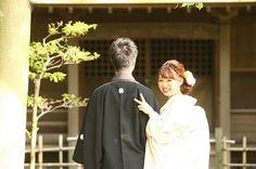 やりたかった振り向いてピース♡ これも結構ひっついたつもりが、 まだまだ甘かったなーと反省 そして打掛の色がとんでとんでとんでとんでとんでる。 (まわってまわってまわってまわーるぅぅぅー) #結婚式準備 #プレ花嫁 #軽井沢ウェディング #軽井沢挙式 #2016年6月挙式 #6月挙式 #20160611 #2016年6月11日挙式 #0611組 #前撮り #和装前撮り #色打掛 #浜離宮恩賜庭園 #ダイエット #あと20日 #marry本指示書用写真 挙式まであと20日! この1週間で減ったり増えたりしながら1キロ減! 朝がっつり昼軽め夜食べない、で過ごしたいのですが、 我慢できなくてつまんじゃったりしてます あと少し、誘惑に負けず頑張って、 披露宴でドカ食いしてやる Wedding Poses, Wedding Dresses, Traditional Wedding Attire, Japanese Wedding, Japanese Outfits, Getting Married, Bridal Gowns, Wedding Photography, Bride