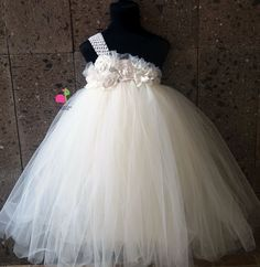 Vestido de princesa con tul para niña | PatronesMil