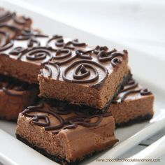 You can unleash your creativity when drizzling these decadent Triple Chocolate Cheesecake Bars with homemade chocolate ganache. Cheesecake Squares, Cheesecake Recipes, Dessert Recipes, Bar Recipes, Dessert Bars, Cookie Cheesecake, Fudge Recipes, Yummy Recipes, Cooking Recipes