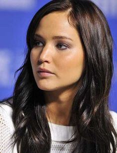 50 best long hair with fringes for women - 2018 Bangs are back! If you have long hair and you are tired of your typical hairstyles, try to have long hair with bangs. They add a freshness to your loo. Wavy Bangs, Straight Bangs, Long Hair With Bangs, Haircuts For Long Hair, Long Wavy Hair, Short Hairstyles For Women, Hairstyles With Bangs, Straight Hairstyles, Dicker Pony