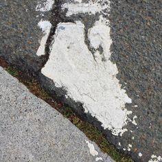 #Oakland #curb #gutter #cement #concrete #asphaltart #lineart #urban #urbanart #urbanarcheology #pavement #hardscape #streetart #modern #modernist #accidentalart #abstractart #abstract #art  #lookdown #unintentionalart #unexpectedart #learnminimalism #minimalist #minimal #uniminimal #asphaltography #roadart #streetmarkings #parkinglot