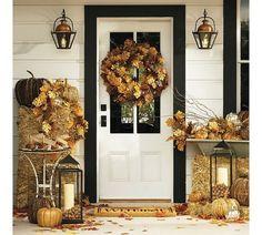 décoration automnale du jardin: couronne de porte en feuilles