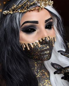 Are you ready for the idea of Halloween makeup looks? let's take a look at the best Halloween make-up we have. All Halloween costumes are included. Maquillaje Halloween Tutorial, Maquillage Halloween, Unique Halloween Makeup, Halloween Looks, Vintage Halloween, Makeup On Fleek, Insta Makeup, Halloween Costumes, Makeup Ideas