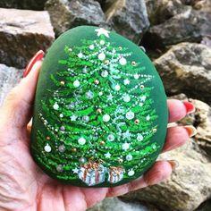 "51 Likes, 3 Comments - Rock Street (@rockstreet_collective) on Instagram: ""A gorgeous little Christmas tree by our wonderful RockStreet artist Heni @steinkunst_by_heni . She…"""