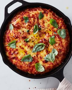 How To Make a Foolproof Pan Pizza | Kitchn Pizza Recipes, Cooking Recipes, Cooking Ideas, Dinner Recipes, Flatbread Recipes, Easy Recipes, Dinner Ideas, Food Ideas, Reheat Pizza