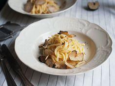 Trüffel werden am besten in einem einfachen Gericht verarbeitet - wie diese buttrige Pasta. Einfach perfekt!