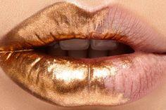 Metallic-gold ombre dip makeup. So rich. Dipped lip