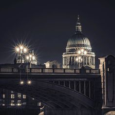 #london #londoner #secretlondon #mysecretlondon #shutup_london #ThisIsLondon #thames #londoninside #stpaulscathedral #cityscape #londonnights by selaru