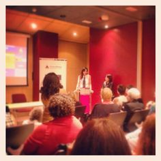Recogiendo el premio de la Asociación Española de Mujeres Profesionales de los Medios de Comunicación AMECO.