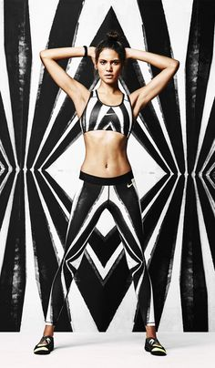 Let your tights do the talking. Urban-inspired graphics meets the high energy of Brasil in the Nike Tight of the Moment.