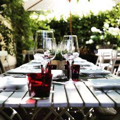 Wein. Genuss. Atmosphäre. . KÖRBERS- Sommergarten: DO-SO 16:30-21:30 Uhr. . . Wir freuen uns auf Euch! . . . #koerbersheuriger #koerber #heuriger #ausgstecktis #wein #genuss #atmosphäre #sommergarten #genießedasleben #wirfreuenuns  #kommvorbei #willkommen #öffnungszeiten #treffenmitfreunden #moedling #bezirkmoedling #thermenregion #weinausösterreich #austrianwine #cheerstolife #prost #weingut #weinliebe #gartensaison #lichtpunktcafe Table Decorations, Furniture, Home Decor, Summer Garden, Wine, Clock, Decoration Home, Room Decor, Home Furnishings