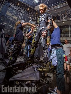 New Amazing Spider-Man 2 images give us some great behind-the-scene looks, while revealing some incredible shots of Dane DeHaan as the Green Goblin. Dane Dehaan, Marvel Villains, Marvel Heroes, Marvel Dc, Marvel Comics, Harry Osborn, Green Goblin, Andrew Garfield, Gwen Stacy