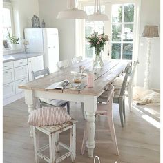 White and Wood Kitchen Table . White and Wood Kitchen Table . White Dining Room Ikea Dining Table and Chairs Cocina Shabby Chic, Shabby Chic Kitchen, Farmhouse Kitchen Decor, Country Kitchen, Farmhouse Chic, Small Kitchen Tables, Round Kitchen, Kitchen Chairs, Fixer Upper Kitchen