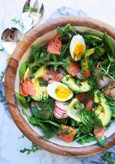 Smoked Salmon Salad with Lemon Dill Vinaigrette This Keto Smoked Salmon Salad with Lemon Dill Vinaigrette is bright, light, refreshing, and has tons of healthy fats! Dill Recipes, Salad Recipes, Keto Recipes, Healthy Recipes, Healthy Fats, Cooking Recipes, Sushi Recipes, Picnic Recipes, Picnic Ideas