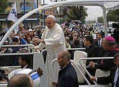 O Papa Francisco manifestou seu apoio a todos aqueles no Brasil que lutam por mudanças sociais, em uma referência aos protestos que ganharam as ruas do País desde junho. Jornada Mundial da Juventude, Rio 2013
