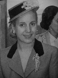 Eva Perón en su despacho 01/03/1950 President Of Argentina, Military Officer, Cervical Cancer, Spring And Fall, Queen, May 7th, Perfect Woman, Llamas, Tropical