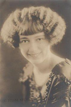 1927 Hairdo