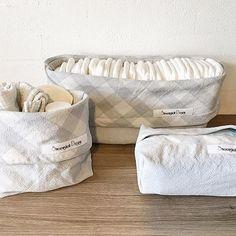 Puslesæt med 3 dele i krøllet lysgrå bomuld med lysgrå tern foer. Plads til 30 bleer i str 1 i den store del. 200.- pp stoffet er vasket i natural vaskepulver da jeg mistænkte en del krymp. #DIY #preggo #syning #salg #Babymode #børnemode #Fashion #Hjemmelavet #Pude #Gravid #Design #babyudstyr #tgaugust17 #pusleplads #nyfødt #homemade #diydecor #børnetøj #babyrede #sysysy #babynest #kreativ #denmark #dansk #puslesæt #augustmiraklerne2017 #danskdesign #krea #barsel #babyspam