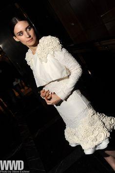 womensweardaily:    Rooney Mara in Alexander McQueen  at the 'Side Effects' premiere in New York