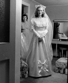 1947 bride photographed by Nina Leen for LIFE magazine. Lovely gown.